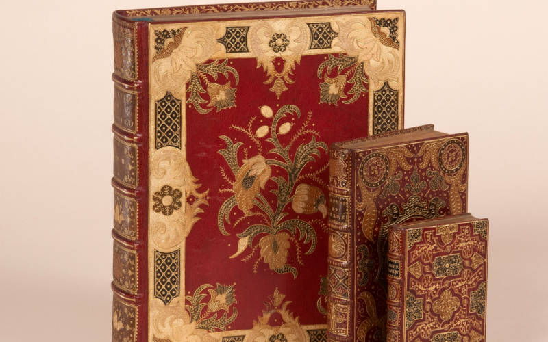 books-hero-3000-1875