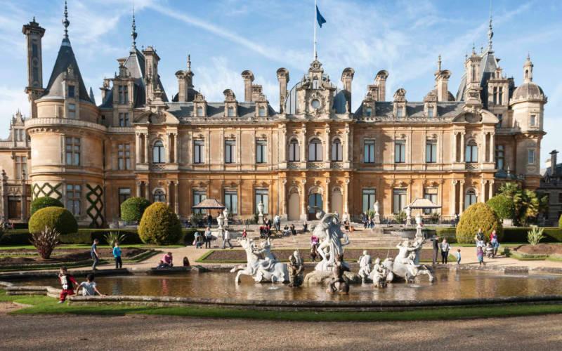 exterior-fountain-visitors-crop-autumn-bebb-3000-1875