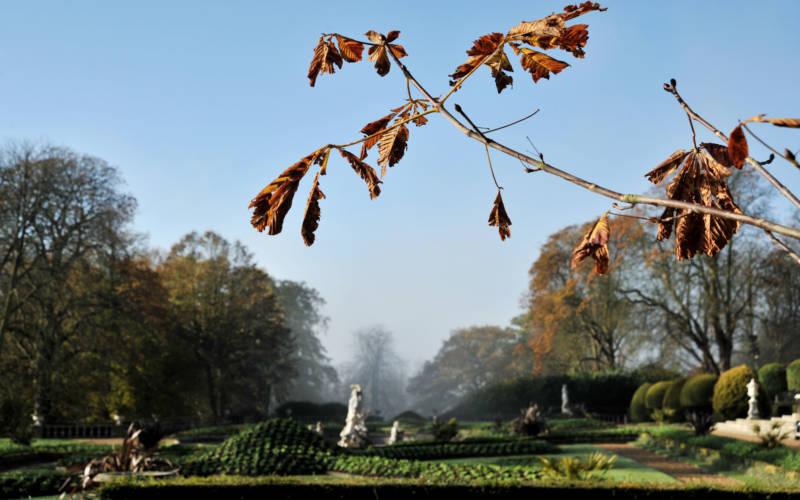 autumn-grounds-3000-1875