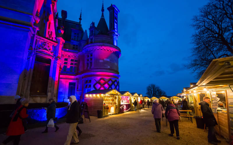 christmas-fair-2016-visitors-blue-pink-lights-3000-1875-chris-lacey