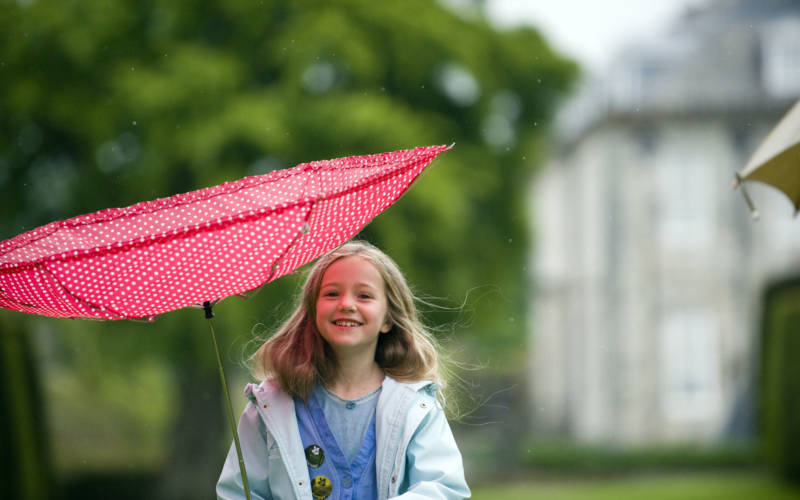 girl-with-umbrella-ntimages-johnmillar-3000-1875