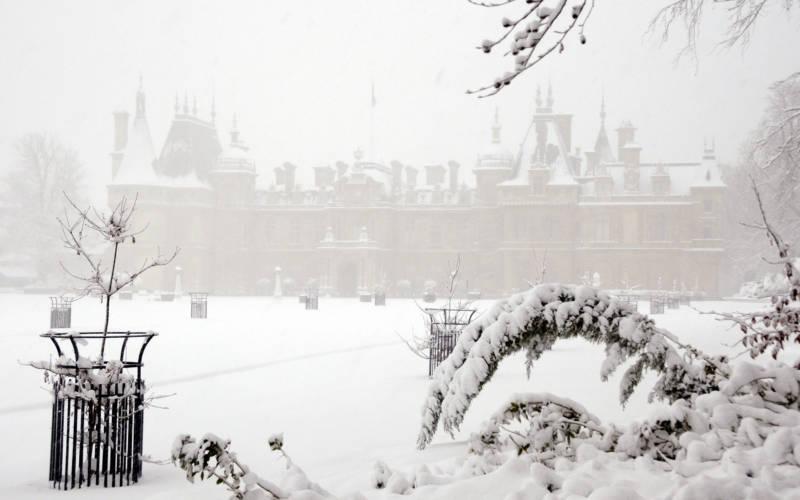 snow-exterior-alastair-mclaren