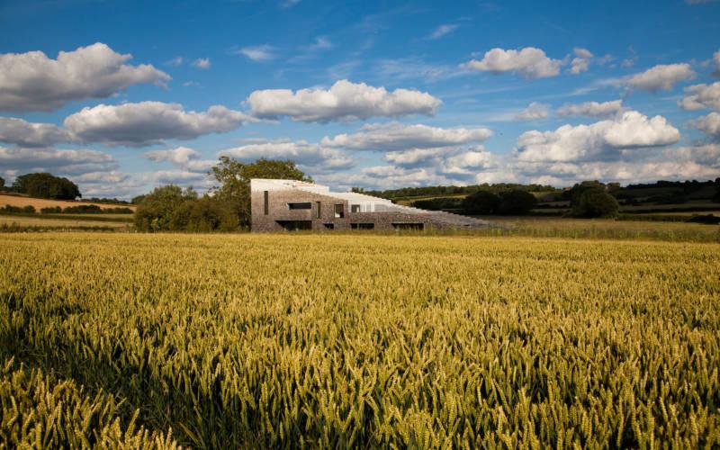 2017-flint-house-view-from-cornfield-3000-1875-sasa-savic1