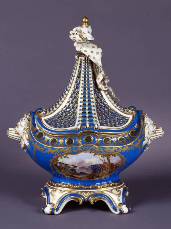 Sèvres Manufactory, Pot-pourri vase, 1761. Photo: Hugo Maertens National Trust, Waddesdon Manor.