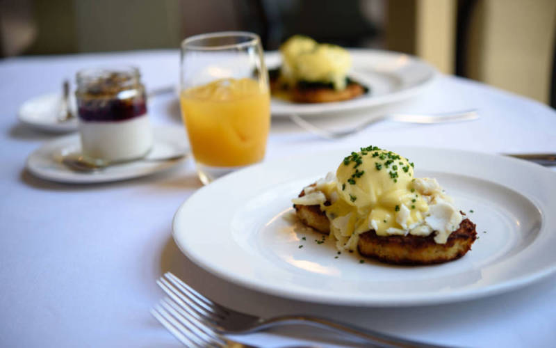 manor-restaurant-brunch-eggs-benedict-1000-625-pascale-cumberbatch