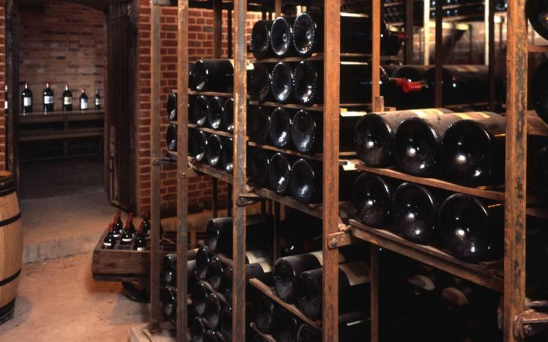 wine-cellars-wine-bottles-vaults-waddesdon-1000-625