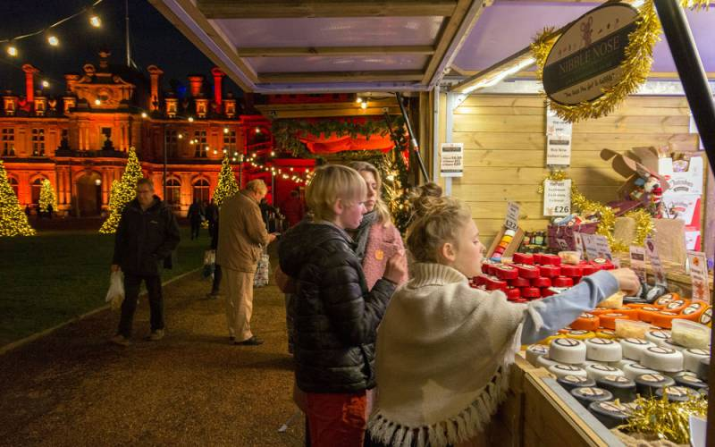 Christmas-Fair-Christmas-at-Waddesdon-Manor-National-Trust-Hugh-Mothersole-1000-625