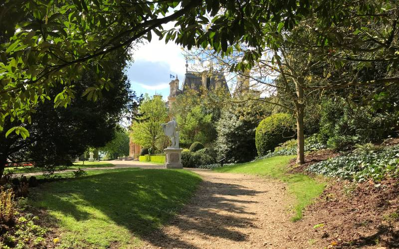 Gardens-view-of-the-Manor-from-Barons-Walk-1000-625