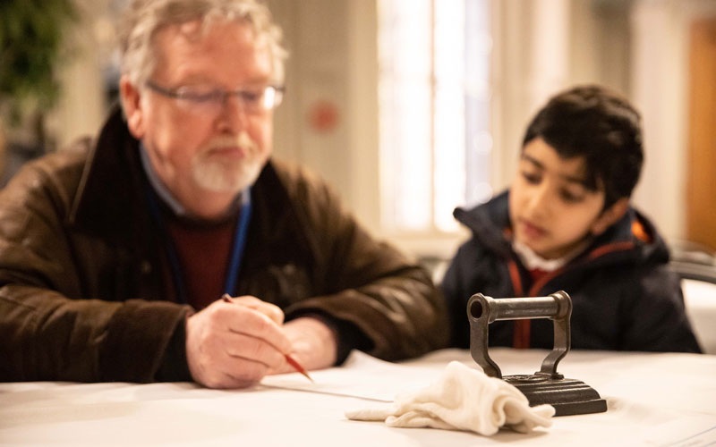 School-visit-Westcott-Manor-Kitchen-session-object-handling-2020-Waddesdon-Adam-Hollier-800-500
