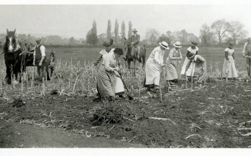 World War 1 women planting at Waddesdon