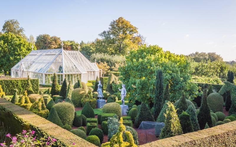 Eythrope - topiary. Photo Tom Hatton