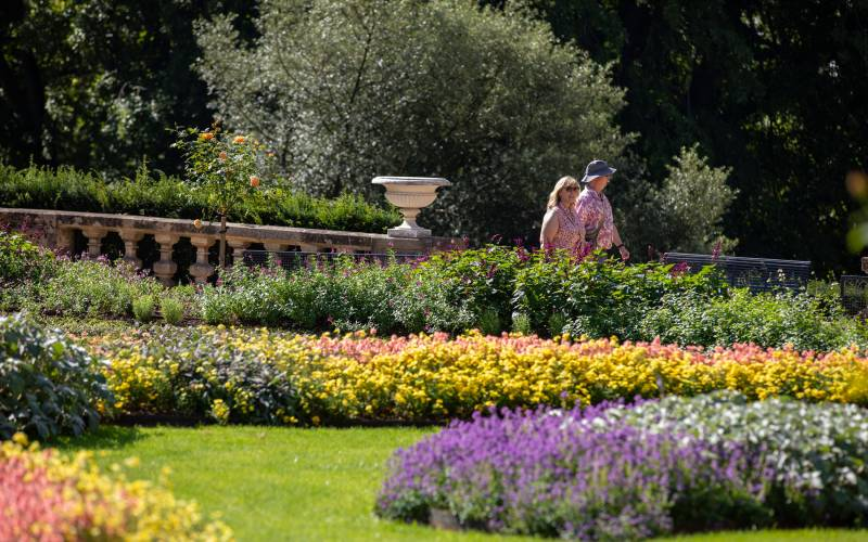 Visitors-enjoying-the-Parterre-Photo-Chris-Lacey-2100-1313-(2)