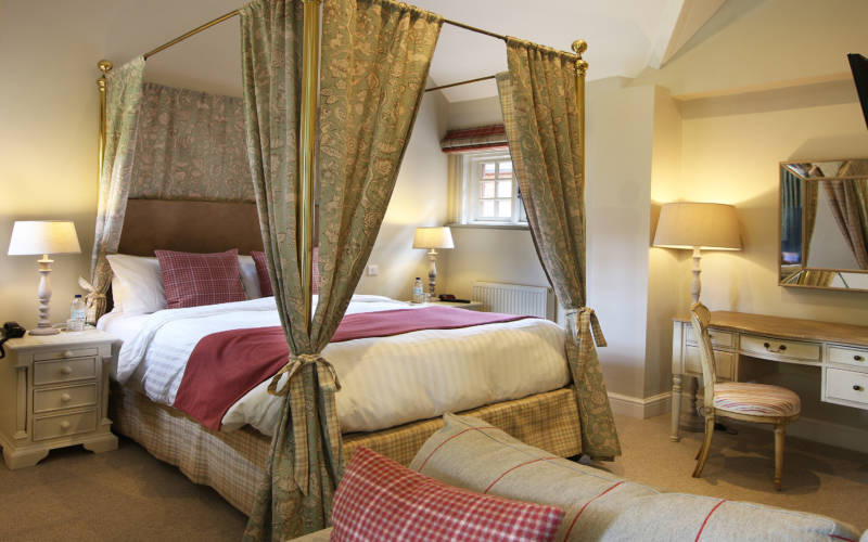 Hotel-room-9-mouton-main- image-3000-1875