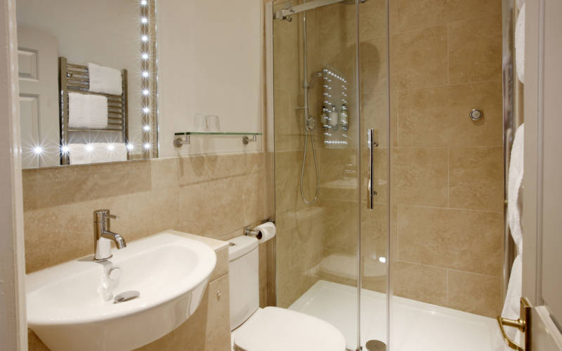 Bathroom_b-Five-Arrows-Hotel.-Photo-Chris-Wright-©-The-National-Trust-Waddesdon-Manor-2